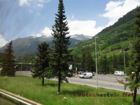 Стоянка среди швейцарских гор