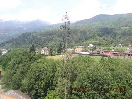 Строящийся населенный пункт в Альпийских горах Швейцарии
