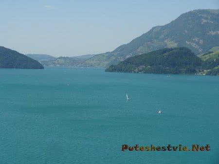 Яхты и лодки на швейцарском горном озере