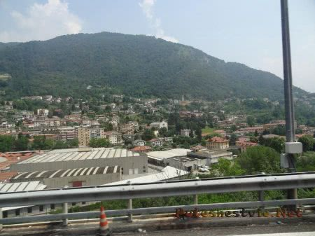 Маленький город у подножия Альп