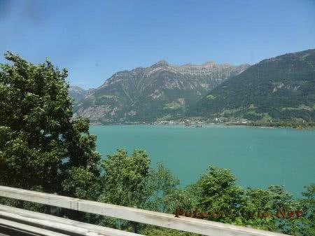 Красивое горное озеро в швейцарских Альпах