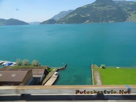 Берег горного озера в Швейцарии