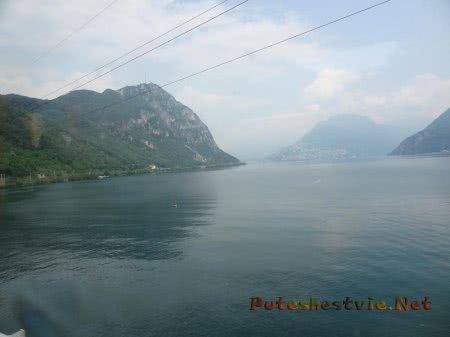 Синие воды озера в Швейцарии