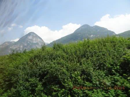 Горные вершины Альп и облака