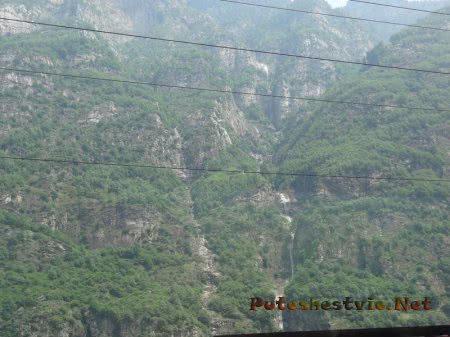 Горные водопады в Альпах