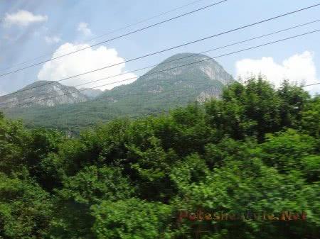 Вершины Альп достают до облаков