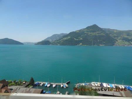 Марина для лодок и катеров на горном озере Швейцарии