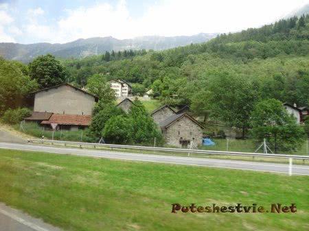 Маленький населенный пункт среди Альпийских гор
