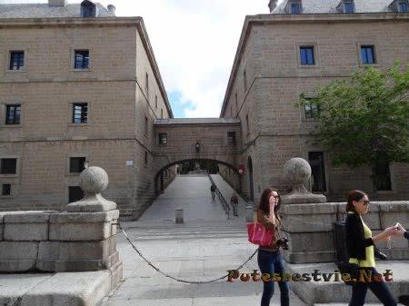 Начало территории Дворца Эскориал