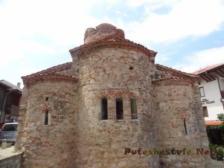 Узкие окна церкви Несебра