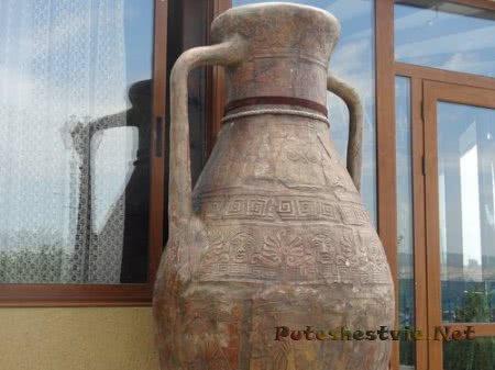 Огромная ваза найденная при раскопках в Несебре