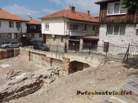 Частично раскопанные руины римских терм Несебра