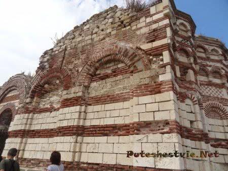 Руины церкви Несебра разрушенной землетрясением