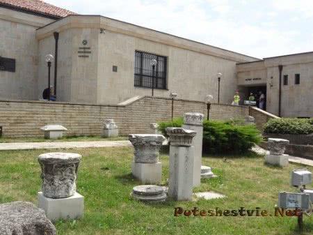 Найденные при раскопках в Несебре колонны