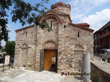 Вход в церковь Иоанна Крестителя Несебра
