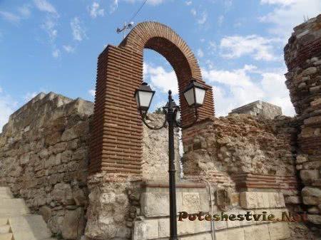 Древние церковные руины Несебра