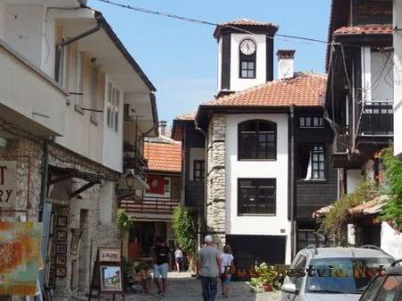 Часовая башня на улице Несебра