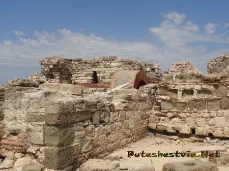 Старинные развалины Несебра