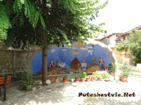 Во дворе церкви Несебра