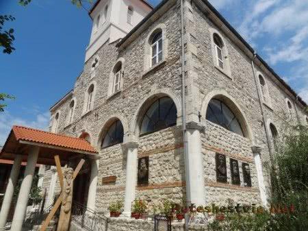 Единственная действующая церковь старой части города Несебр