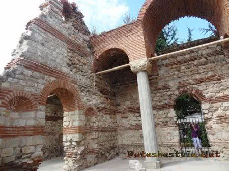Своды древней болгарской церкви Несебра