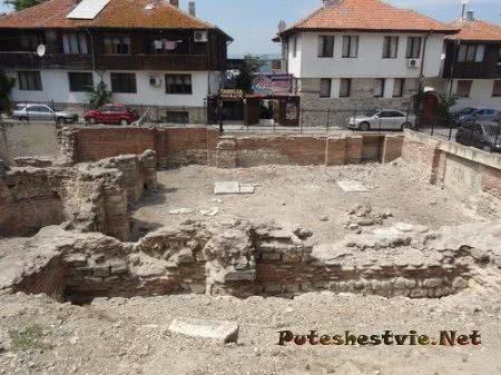 Раскопки на месте римских терм в городе Несебр