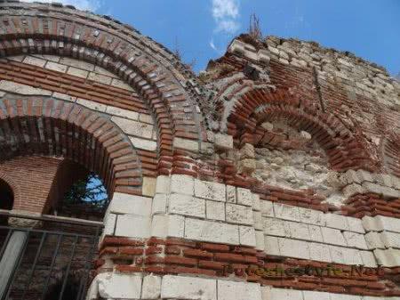 Арки старинной церкви