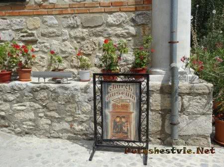 Указатель на церковный музей Несебра