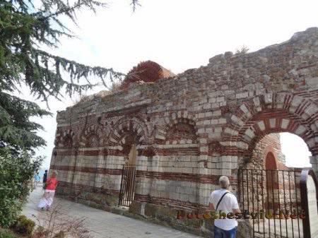 Что осталось от разрушенной землетрясением церкви в Несебре