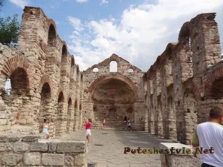 Руины разрушенной церкви Несебра