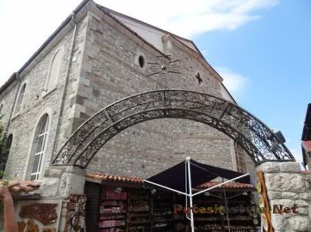 Вход в церковный двор Несебра