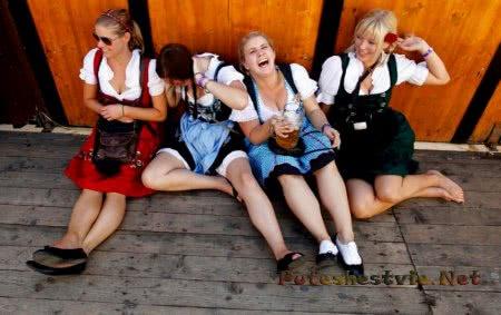 пьяные немки на празднике пива в германии