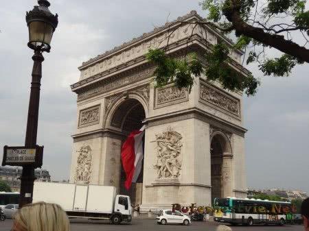 Франция пытается вернуть туристов