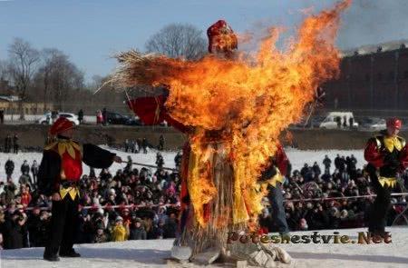 В России празднуют праздник Масленицы