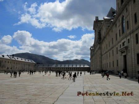величественное здание Дворца Бурбонов