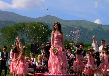 Национальный праздник Болгарии - фестиваль роз