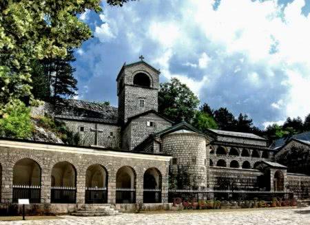 Соборы и монастыри Черногории