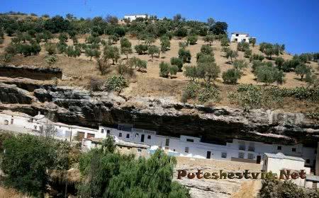 Испанский город Сетениль-де-лас-Бодегас