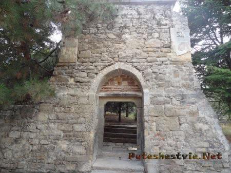 Арка во дворе Церкви Сурб Саркис