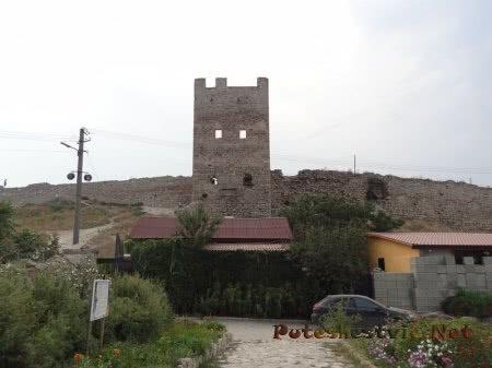 Башня Криско на территории Генуэзской крепости Феодосии