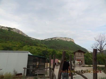 Горы вокруг Мангупского озера