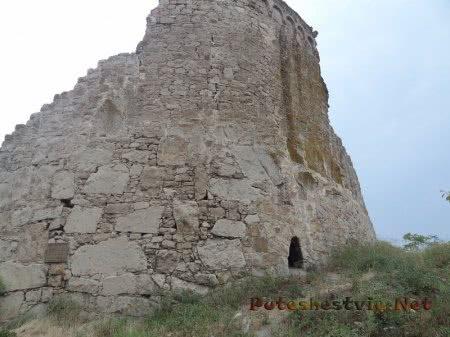 Вход в Башню Джованни ди Скаффа в Феодосии