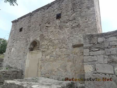 Армянская церковь 14 века на территории Карантина