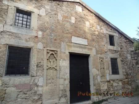 Входная дверь в Церковь Сурб Саркис в Феодосии