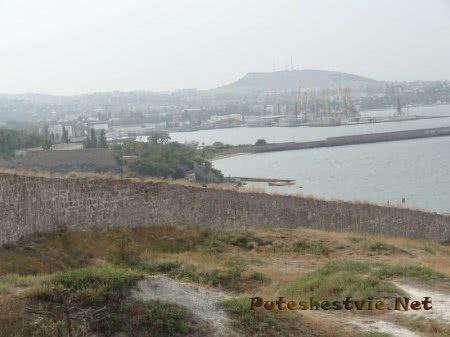 Крепостная стена Генуэзской крепости