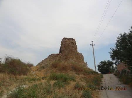 Руины средневековой Башни Джованни ди Скаффа в Феодосии