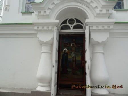 Боковая дверь в Церковь Святой Екатерины