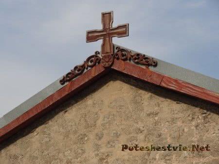 Деревянный армянский крест на Храме Георгия Победоносца