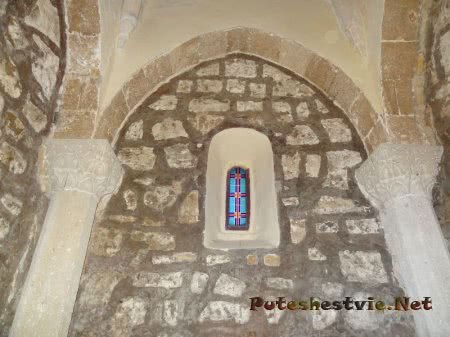 Внутренняя стена армянской церкви