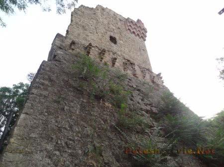 Хорошо сохранившиеся стены Башни Константина